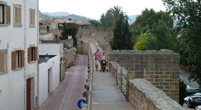 Старые крепостные стены Алькудии
