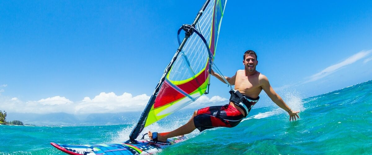 Windsurfing-Fun-in-the-ocean
